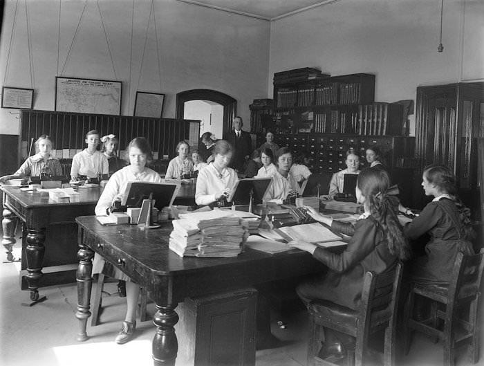 Çalışan kadın giyiminin 100 yıllık degişimi