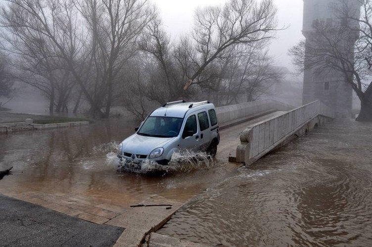 Meriç ve Tunca nehirlerinde su seviyesi artmaya devam ediyor