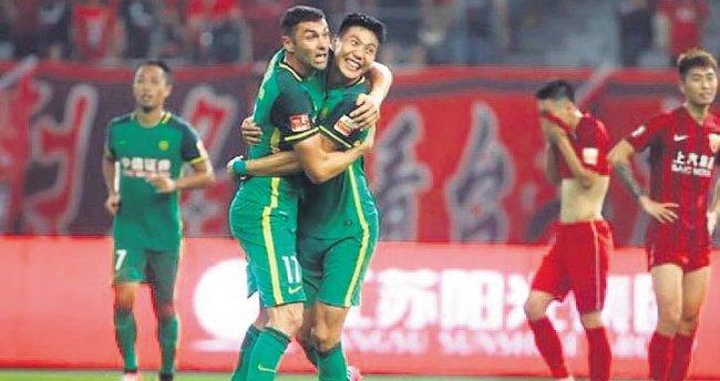 Burak Yılmaz 2 gol attı Beijing Guoan kazandı