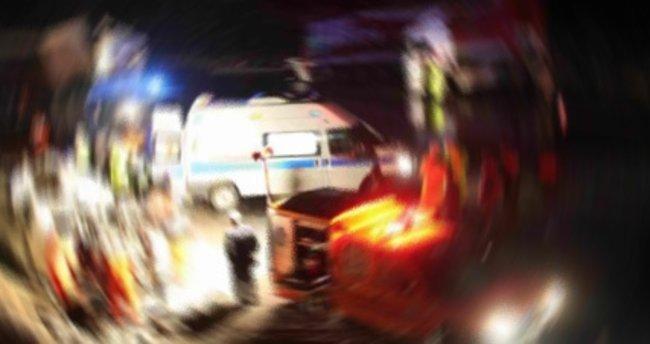 Yolda otururken aracın çarptığı kişi öldü