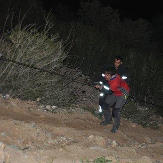 Uçurumda mahsur kalan 2 paraşütcüyü Can-Kur ekipleri kurtardı