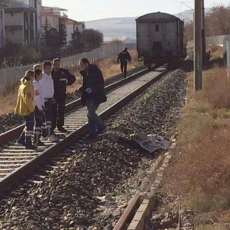 Trenin altında kalan yaşlı adam hayatını kaybetti