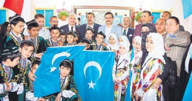 Keçiören'in konukları: Doğu Türkistan ve Karapapaklar