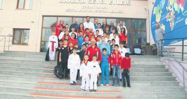 Şampiyon güreşçi Akgül'den kimsesiz çocuklara sürpriz