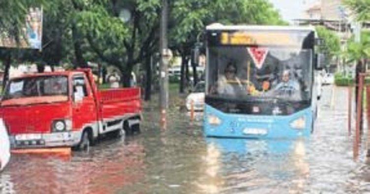 Manisa sağanak yağış sonrası göle döndü