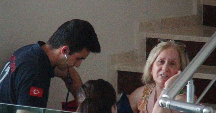 Asansörde mahsur kalan anne ile oğlunu itfaiye kurtardı