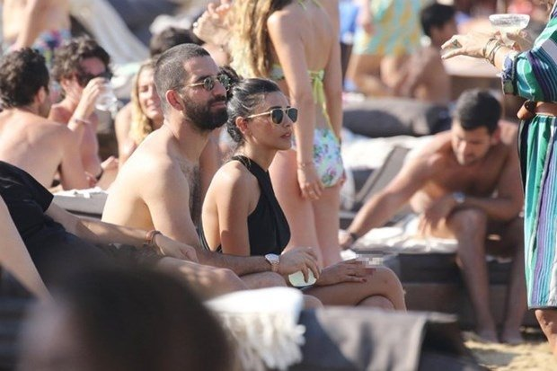 Arda Turan ile Aslıhan Doğan'ın tatilini dünya duydu