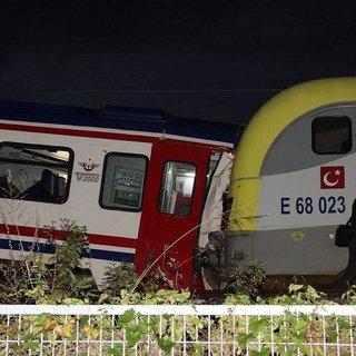 Sakarya'da iki tren çarpıştı: 3 yaralı