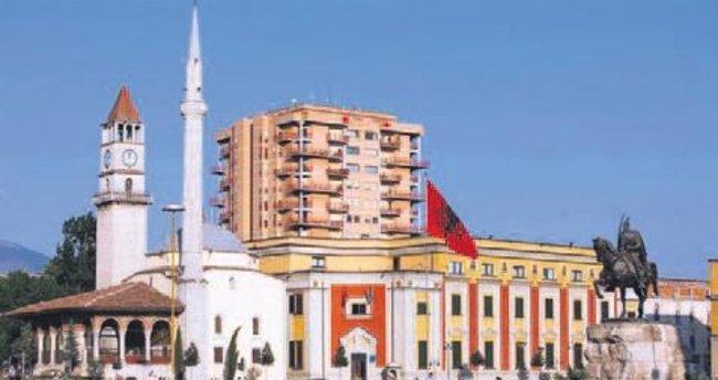 Gülen okullarında Türk bayrağı indirildi