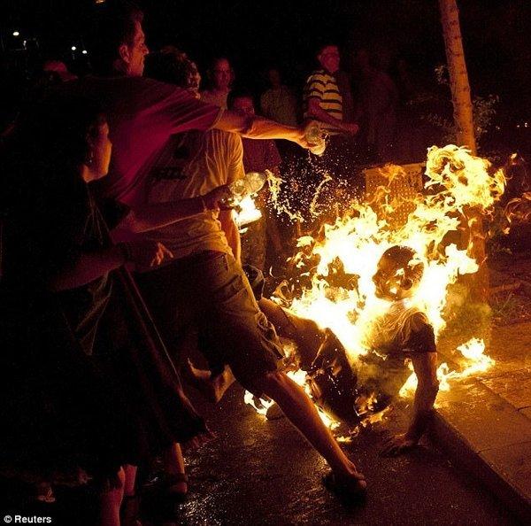 Clinton İsrail'de, sokaklarda protesto
