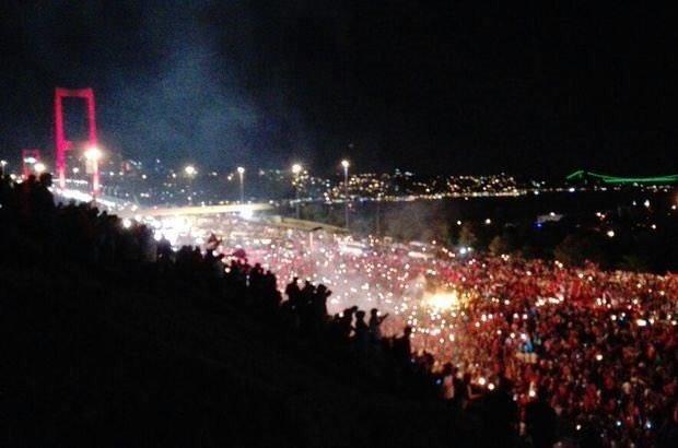 Milyonlar Başkomutan ile beraber Boğaziçi Köprüsü'nde