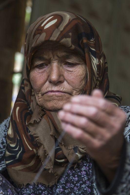 Kumaşa 120 yıllık tezgahta hayat veriyor