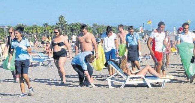 Turistler temizlik etkinliğine katıldı
