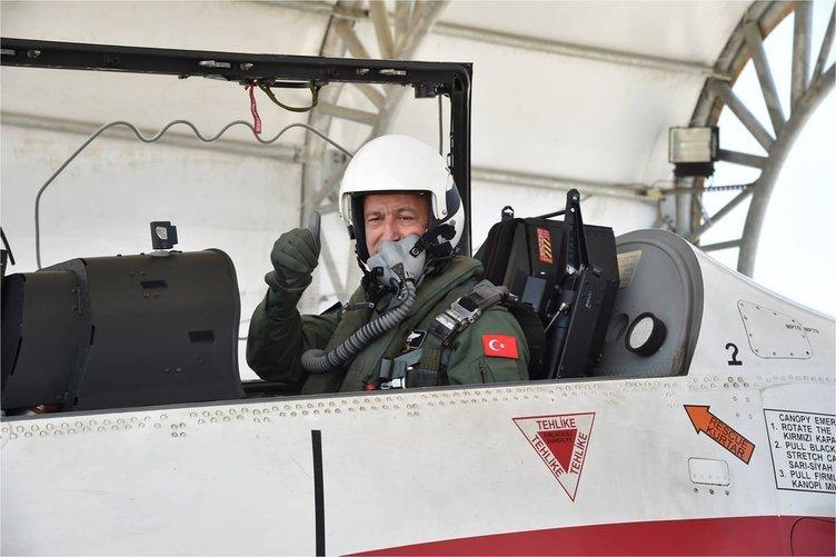 Genelkurmay Başkanı Akar eğitim uçağıyla uçtu