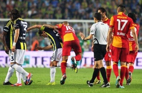 Fenerbahçe - Galatasaray derbisi sosyal medyayı salladı
