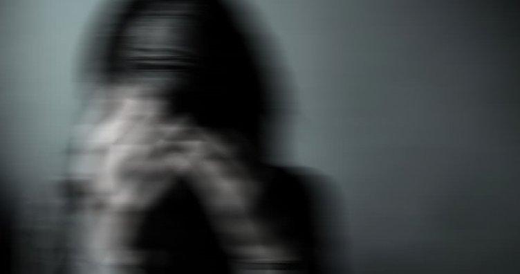 Üniversiteli kızın çantasını kapkaç yapmaya çalışan iki kişi yakalandı