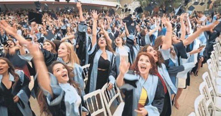 Yaşar Üniversitesi mezunlarını verdi