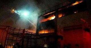 İstanbul'da fabrika alev alev yandı