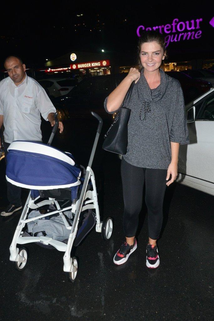 Pelin Karahan oğluyla alışverişte