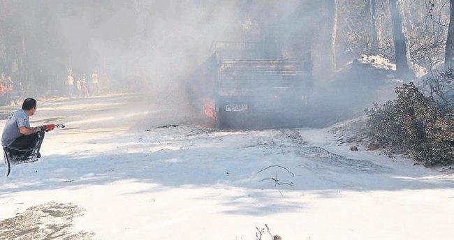 Orman yangınında iki araç kül oldu