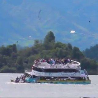 150 turisti taşıyan bot battı!