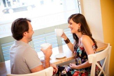 İlk buluşmada erkeği etkilemenin 6 yolu