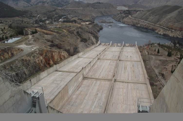 Keban Barajı'ndan 41 yıllık enerji