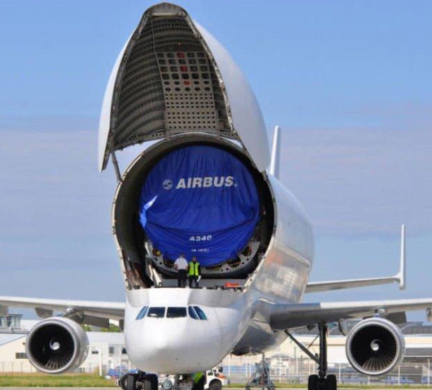 Uçak taşıyan uçak