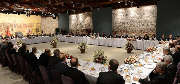 Başbakan Erdoğan, gazeteci ve yazarlarla buluştu
