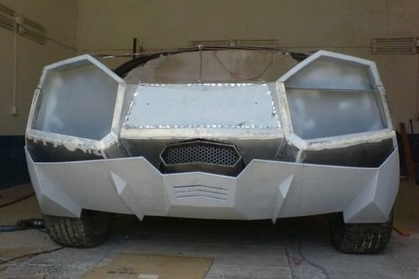 Kendi garajında kendi Lamborghini'sini yaptı