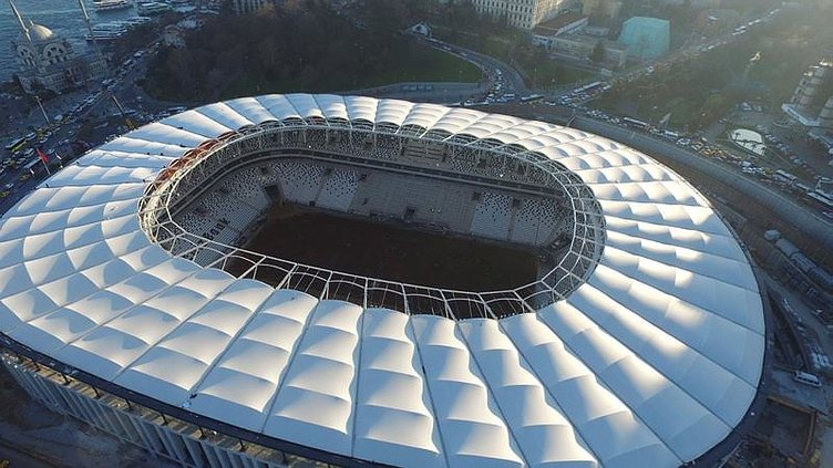 Vodafone Arena'da çatı bitti, sıra çimlerde