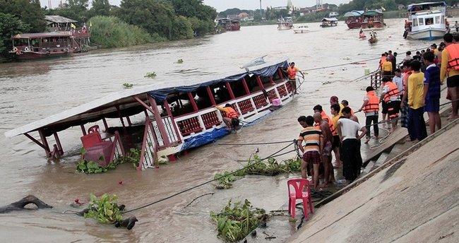 Müslümanları taşıyan feribot battı: 13 ölü