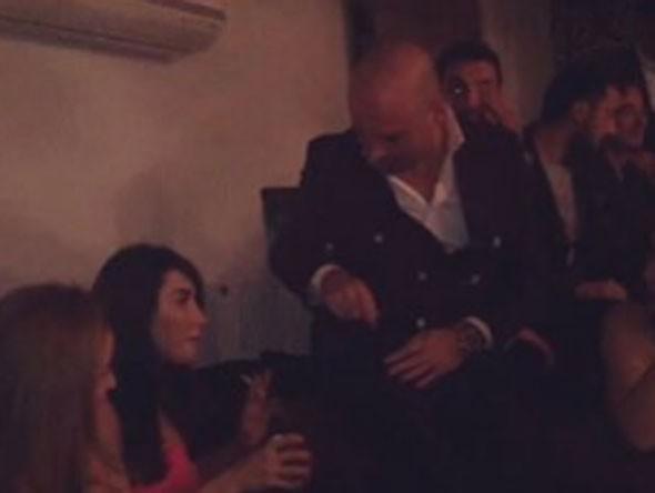 Hande Yener ve Cem Şenol nişanlandı