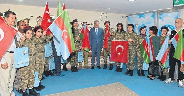 Azeri öğrenciler Adana'yı gezdi
