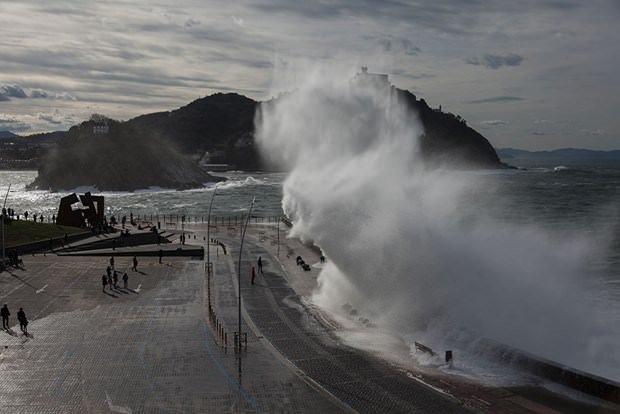 9 metrelik dev dalgalar