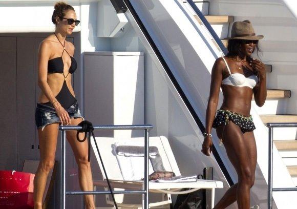 Naomi Campbell'in tatili bitmek bilmedi