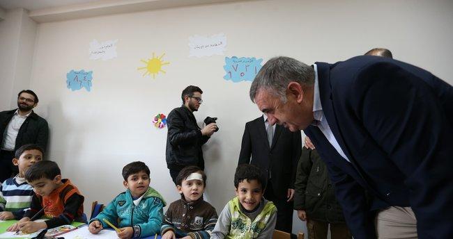 Savaştan kaçan Suriyeli ailelerin çocuklarına eğitim