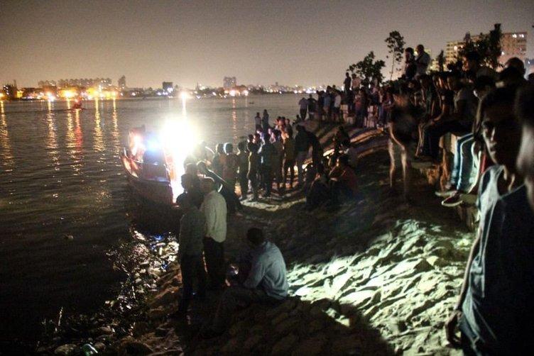 Nil Nehri'nde yolcu gemisiyle yük gemisi çarpıştı