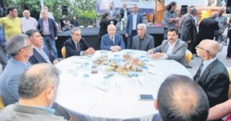Başkan Yaşar bütün mahalle iftarlarına katılıyor