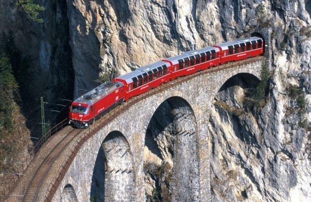 Muhteşem manzaralı tren yolu
