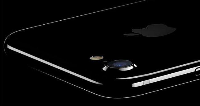 """""""Apple, üçüncü çeyrekte iPhone ile rekor kırdı"""""""