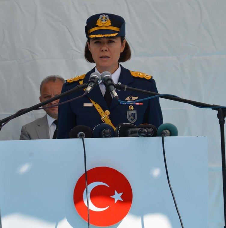 Türk Hava Kuvvetleri'nin ilk kadın filo komutanı Binbaşı Esra Özatay oldu