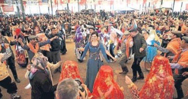 Karşıyaka'da Yörük Şenliği renkli geçti