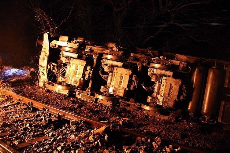 Taşkın tren devirdi