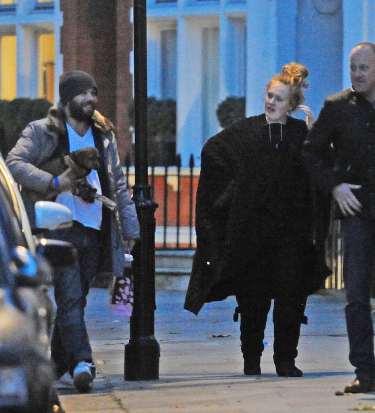 Adele'ye belediye nikahı