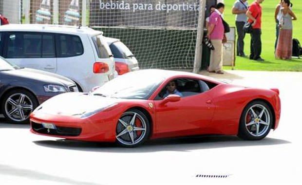 Futbolcular ve otomobilleri