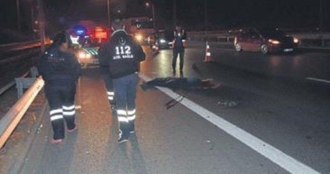 Otomobilin çarptığı genç kurtarılamadı