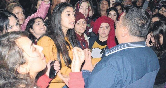 Yurtta kaçırılan kız protestosu