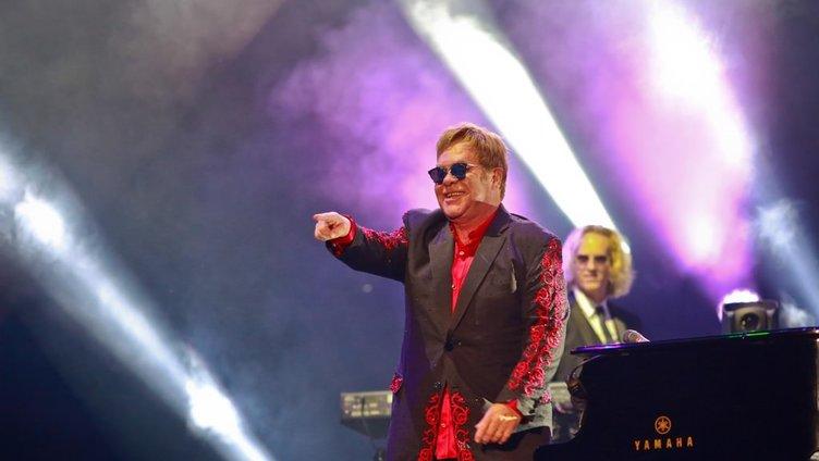 Dünyaca ünlü şarkıcı Elton John Antalya'da sahne aldı