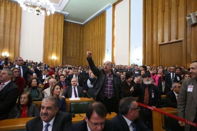 CHP'de gergin toplantı